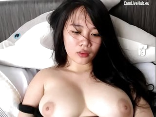 chubby asian cam girl orgasm..