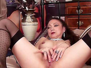 Oriental doxy in her 40s..